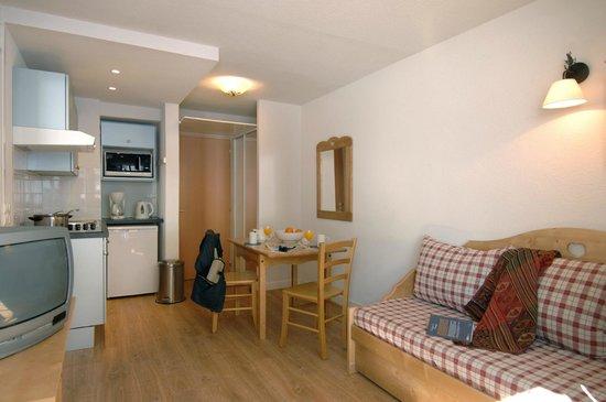 Résidence Club Odalys Le Rond Point des Pistes : Intérieur d'un appartement