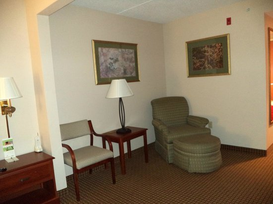 Wingate By Wyndham Charlotte Airport I-85 / I-485: Sitting area