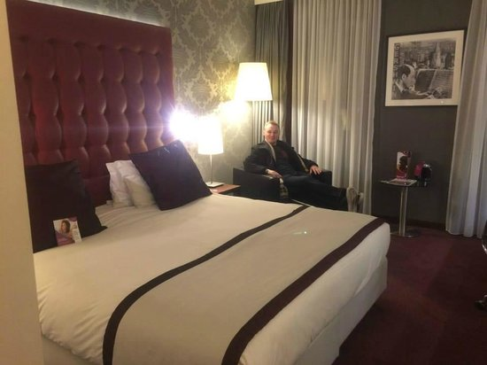 Crowne Plaza Amsterdam South : HUGE bed