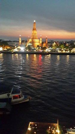 Sala Arun : Twilight view over the river & Wat Arun