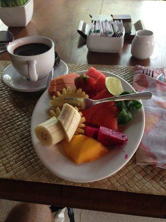 Lanai Beach Bar and Grill: Fruit plate