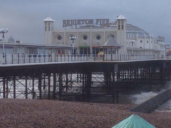 Undercliff Walk: Brighton pier