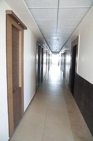 Prem Nivas Hotel: Corridor rénové
