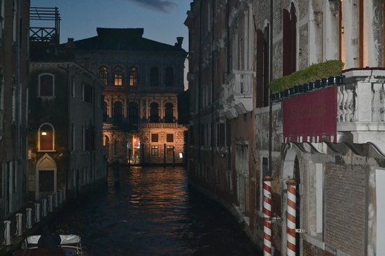 Hotel Torino: One of the smaller canals at night
