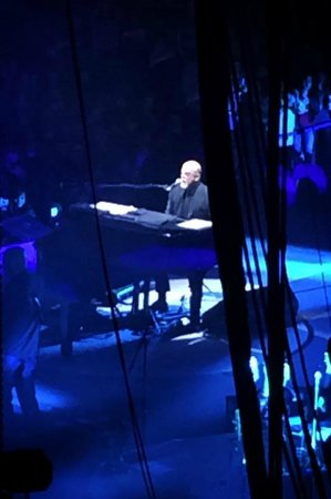 Palace of Auburn Hills: The Piano Man himself!