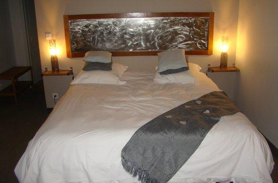 Hotel Chateau de Palaja a 5 kms de Carcassonne: Lit préparé pour l'occaze