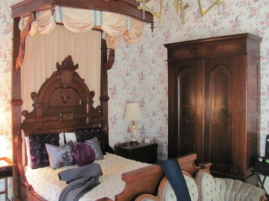 Ahern's Belle of the Bends : Our downstairs room