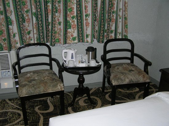 Castle Peak Hotel: Table, Chairs and Tea & Coffee facilities