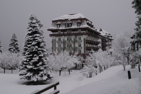 Villars-sur-Ollon, Svizzera: Le Villars Palace sous la neige