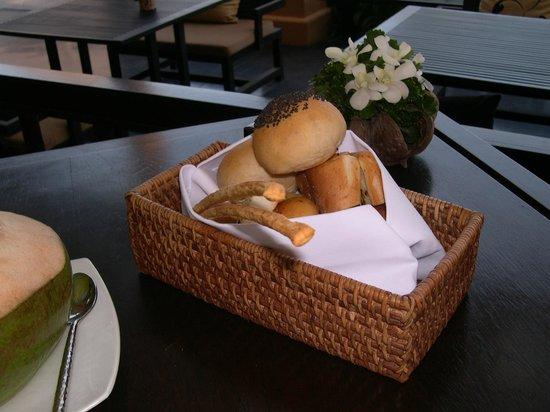 Asara Villa & Suite: お通しのパン