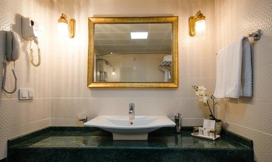 Arden City Hotel: Bathroom
