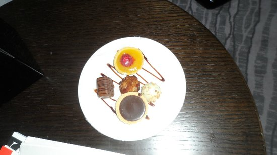 The Greenwich Hotel London : Lovely sweets but I would have thought of 'box of chocolates' really