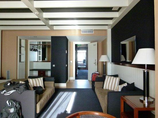 U232 Hotel: room 909