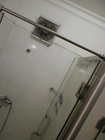 Hanoi Hostel: Shower