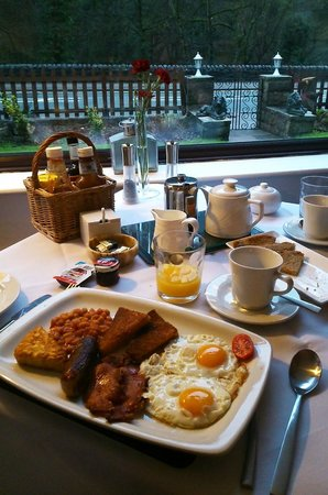 Cables B&B: The delicious full english breakfast