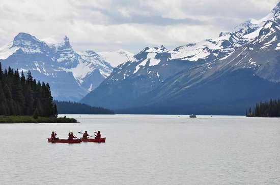 Maligne Lake: View from shore