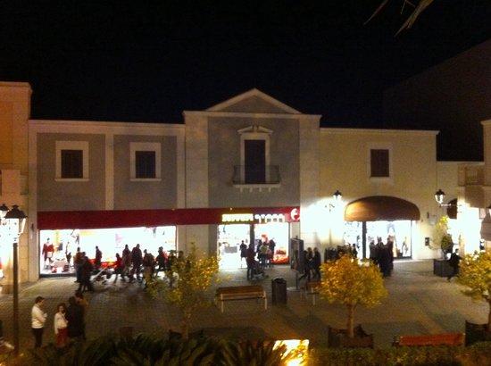 Negozi - Bild von Sicilia Outlet Village, Agira - TripAdvisor