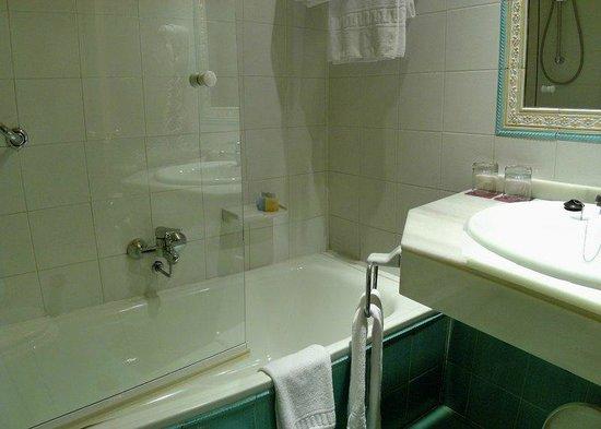 Macia Condor: Shower