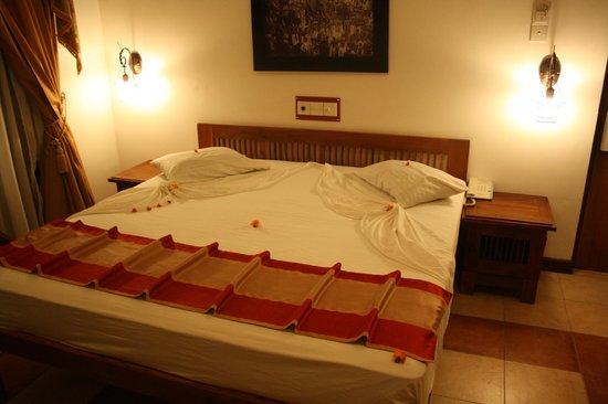 Senani Hotel : Grand lit