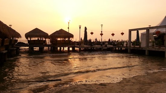 Gold Coast Morib International Resort: Beach restauran