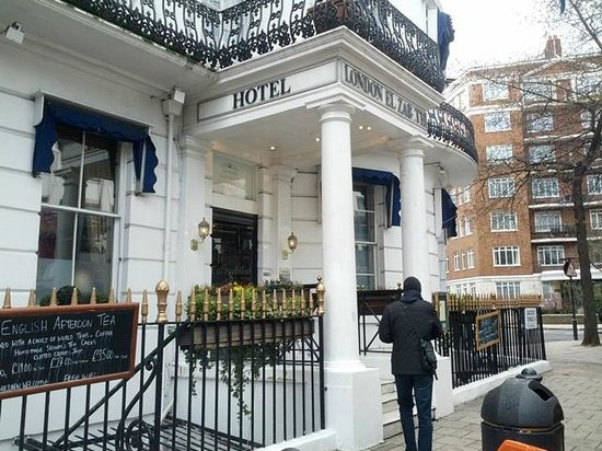 London Elizabeth Hotel: Front of the hotel - missing letters