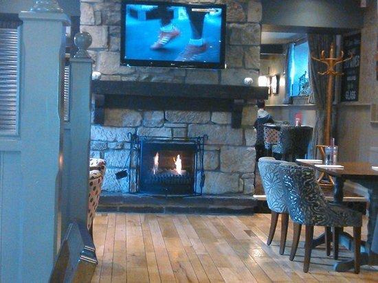 West Port Hotel: Lovely warm fire