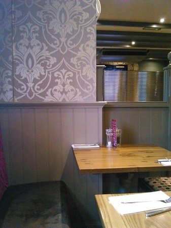 West Port Hotel: Cosy booth