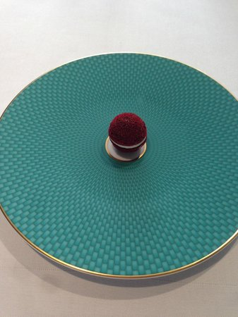 The Fat Duck: Aerated beetroot.  What a fantastic plate!