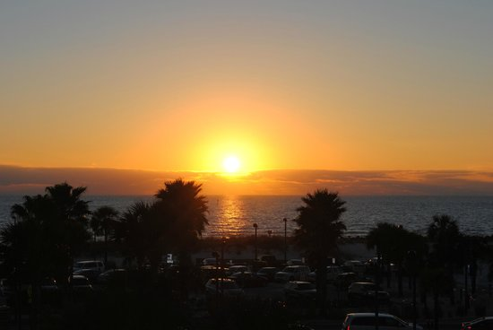 Magnuson Hotel Clearwater Beach: Sunset from third floor balcony