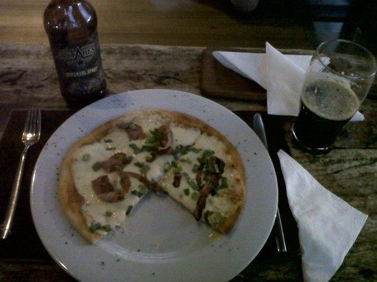 Esplendor Hotel El Calafate: Pizza y Antares en el bar