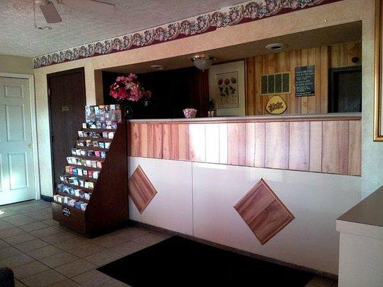 Garden Inn & Extended Stay Shepherdsville / Louisville: Front Desk