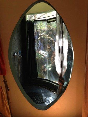 Canaima Chill House: Dusche mit Aussicht nach draußen