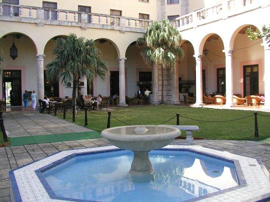 Hotel Nacional de Cuba: Hotel garden