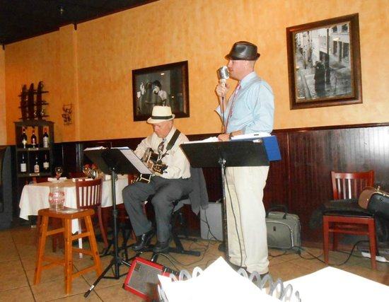 "Siena's Italian Cuisine: Jukebox 337 jamming at Siena ""Musica romantica Sinatra"""
