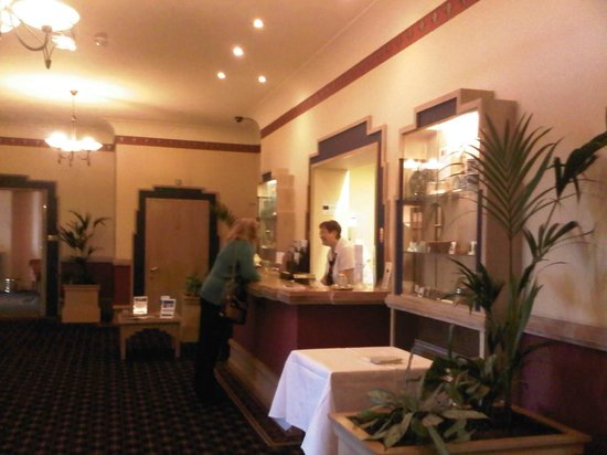 BEST WESTERN Hotel Bristol: reception