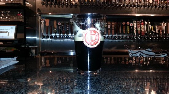 The Huntsville Brewery: Brew at the granite bar