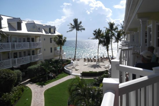 Southernmost Beach Resort: Room 630, ocean view, lovely courtyard.