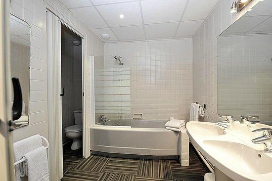 Hotel Le Louvre : salle de bains