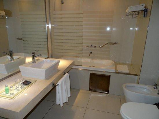 Hotel Boca by Design Suites: Salle-de-bains