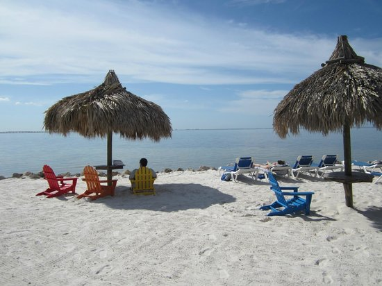 Sailport Waterfront Suites: Beach area