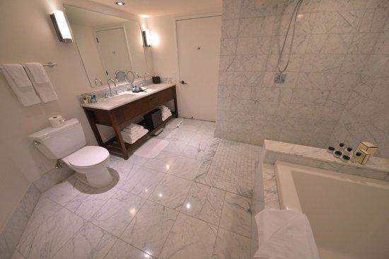 トランプ インターナショナル ワイキキ ビーチ ウォーク, Bath Room