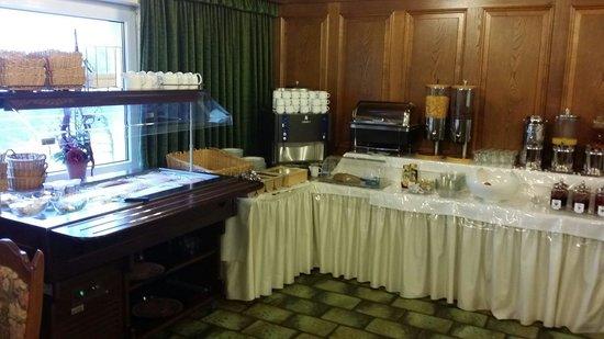 Hotel Zur Morschbach : La colazione ...formaggi salumi e frutta fresca. Oltre a fresche marmellate fatte in casa