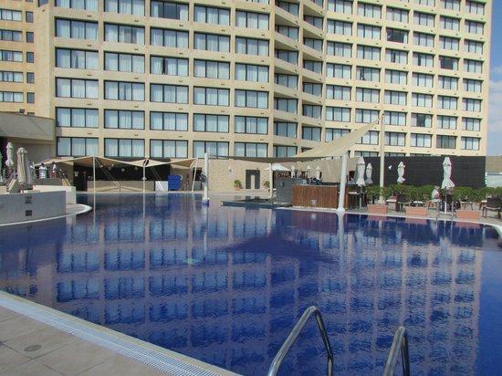 InterContinental Abu Dhabi: Hotel Pool