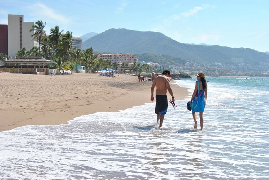 Secrets Vallarta Bay Puerto Vallarta: A walk towards the boardwalk