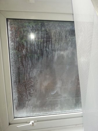 K West Hotel & Spa : dirty windows
