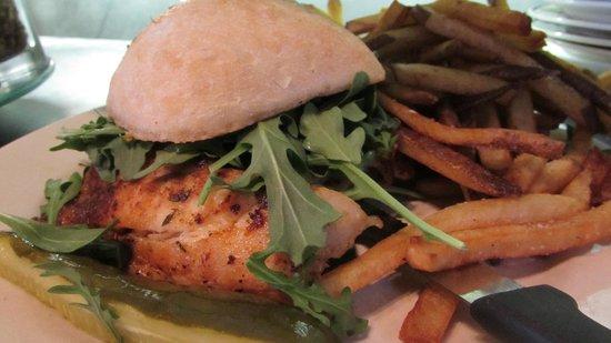 Blu' Island Bistro: Grouper Sandwich