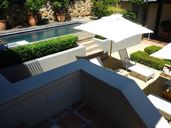 Four Rosmead: Swimming pool & garden