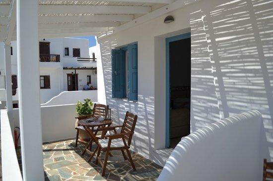 Astraeos Milos: peaceful patio
