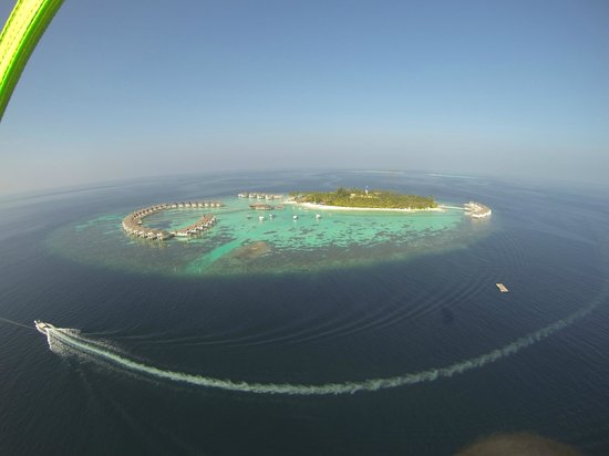 Centara Grand Island Resort & Spa Maldives: Ariel view of Centara from Para Sailing