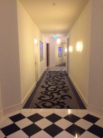 Hotel Atlantic Kempinski Hamburg: To room